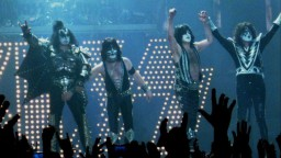 Devils_Codpiece_Grip_-_Kiss_LG_Arena_May_2010_Fotor-635x357
